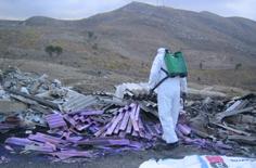 Operazioni di rimozione dellì'amianto su una strada provinciale (Arch. Libero Consorzio)